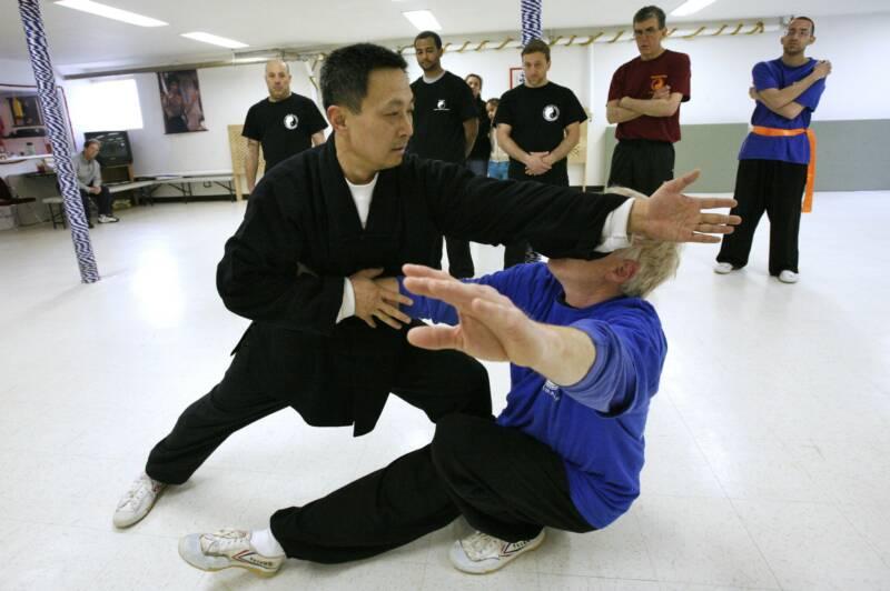 Xinyi-Dao Kung Fu application demonstrated by Grandmaster Li Tai Liang