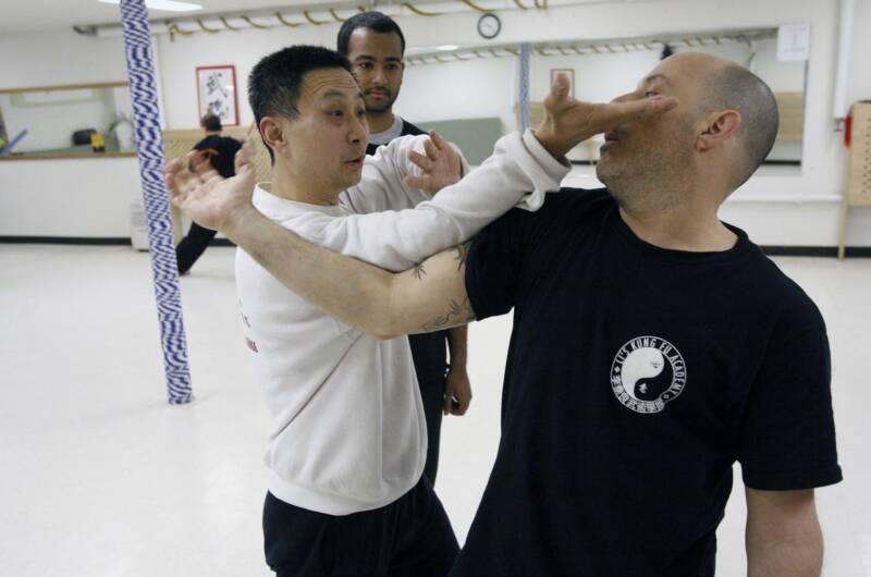 Grandmaster Li Tai Liang demonstrating Xinyi-Dao Kung Fu Baguazhang palm strike